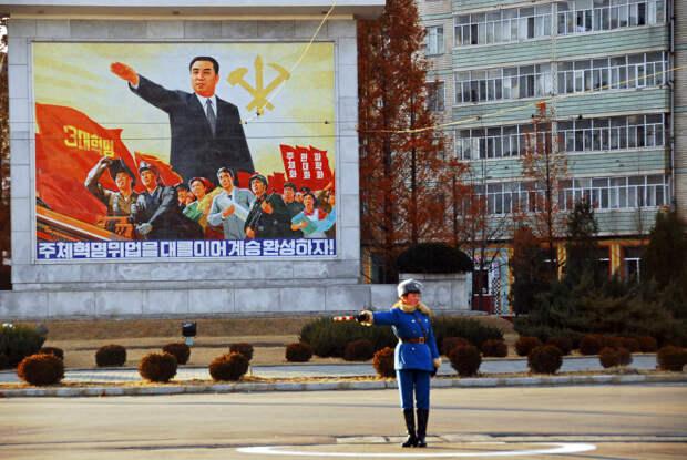 Симпатичные девушки на дорогах Северной Кореи