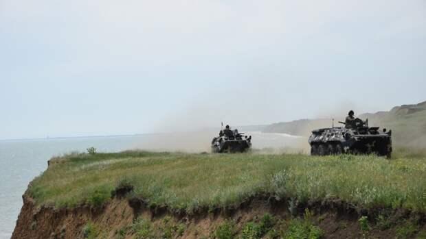 Бойцы ВСУ разместили бронетехнику у линии соприкосновения в Донбассе