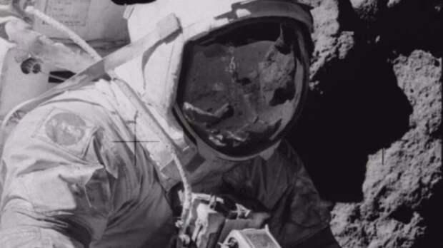 Это не человек! Космонавты на Луне пришли в ужас от этой встречи!