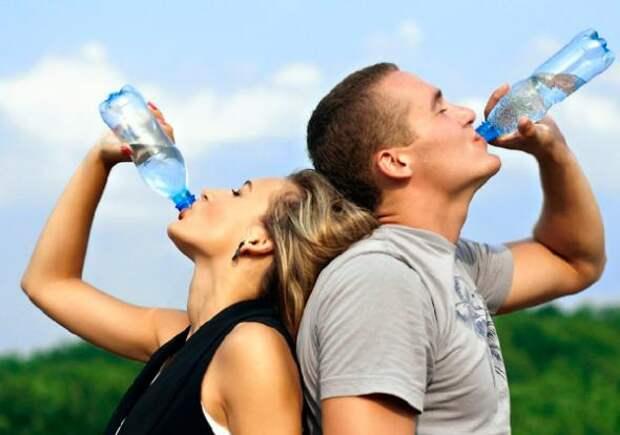 Главное - не перепить: Почему не надо пить восемь стаканов воды в день