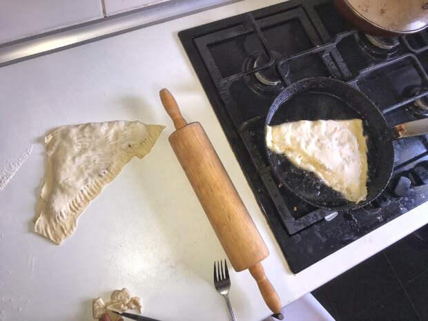 Чебуреки за 15 минут , с курицей и сыром