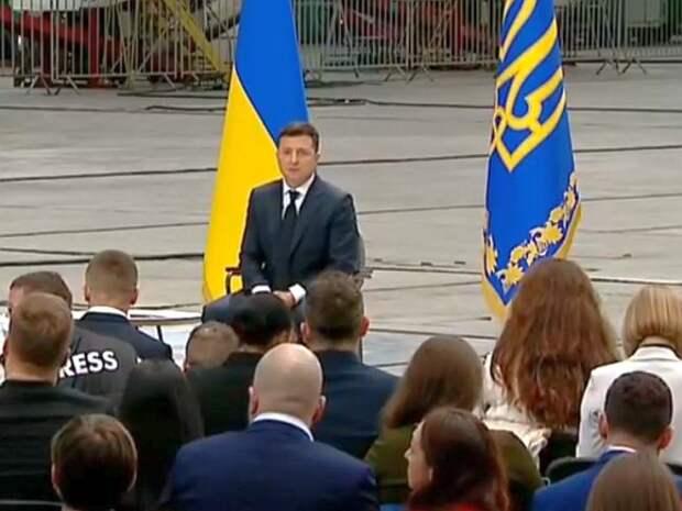 Зеленский за второй год президенства не получил от украинцев даже «тройку»