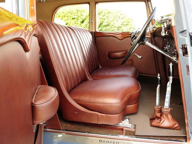Старый голубой Rolls-Royce Phantom II 40/50 HP Continental Saloon by Barker '1934