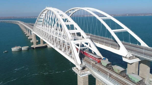Корабли Каспийской флотилии России прошли под Крымским мостом и зашли в Черное море