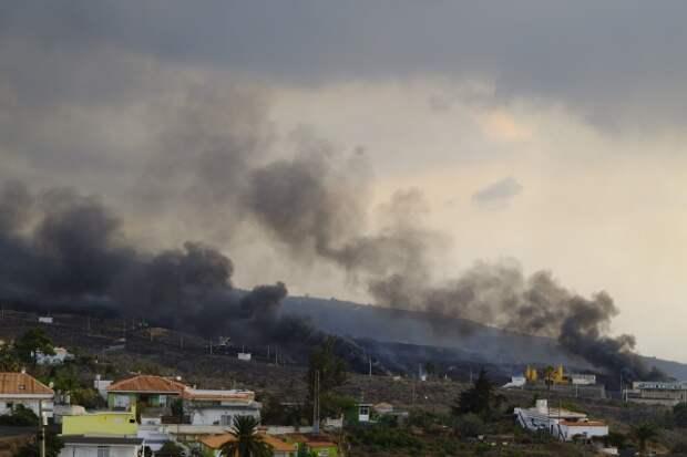 Теперь с землетрясением: сильнейшее за 100 лет извержение вулкана продолжает уничтожать остров Ла Пальма