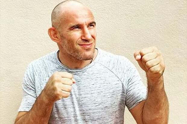 Российский боец UFC Олейник объяснил желание остаться в США