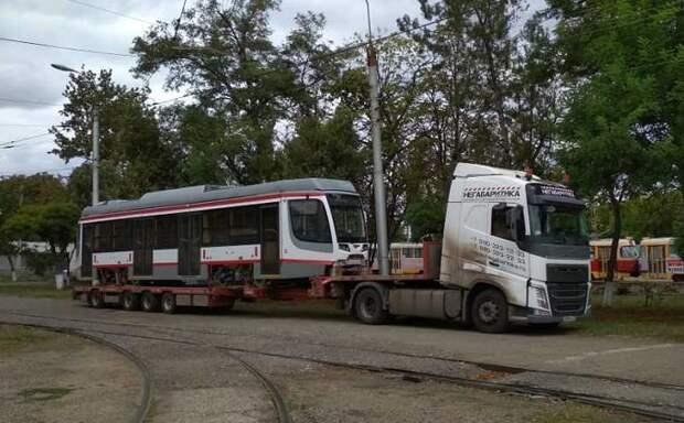 В Краснодар привезли 18-й трамвай из новой партии