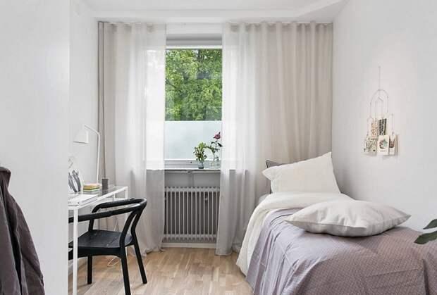 В спальне можно обойтись без занавесок. / Фото: cornas.ru