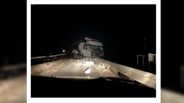 Водитель легковушки погиб в лобовом столкновении с тягачом под Брянском