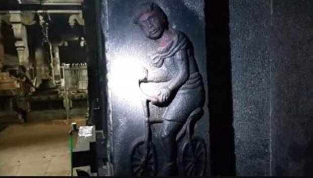 В древнем храме Панчаварнасвами обнаружен барельеф с велосипедом