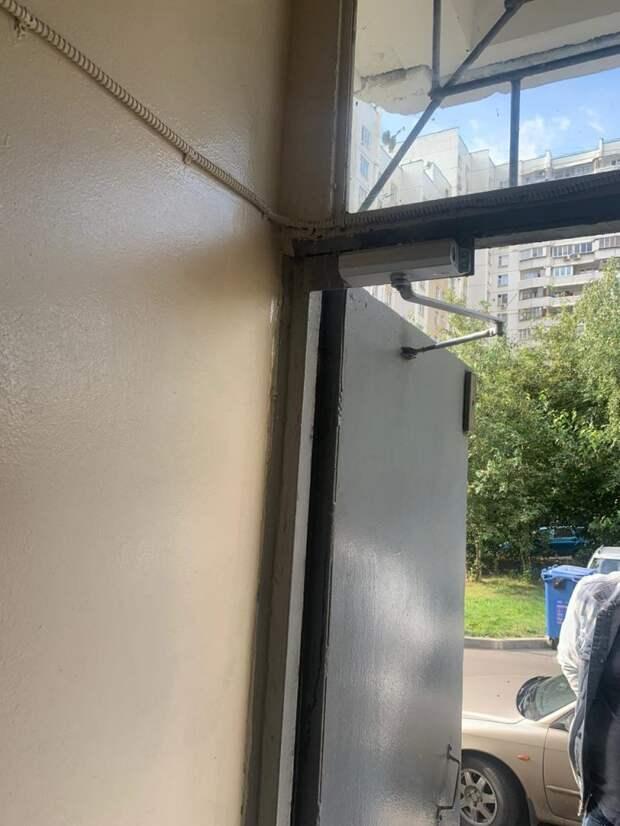 Дверь в доме на Братиславской отремонтировали — управа