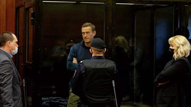 Посольство Латвии объяснило, что их дипломат делает на суде по Навальному