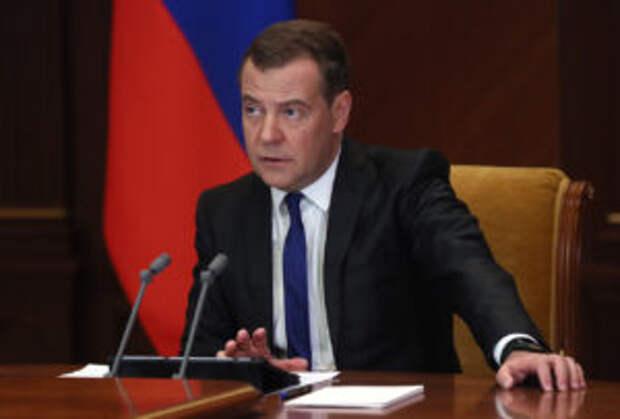 Зампред Совета безопасности России Дмитрий Медведев ожидает роста преступности из-за безработных мигрантов