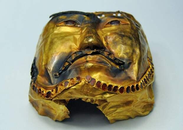 Посмертная маска хунну.
