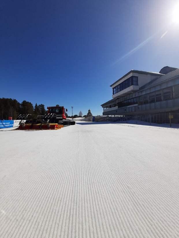 Старые лыжи и палки начали собирать на биатлонном комплексе Ижевска для создания арт-объекта