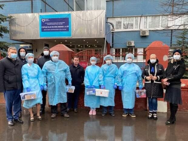 В помощь московским медикам выделили дополнительный транспорт