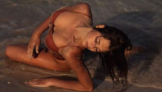 «Безумно красивая! Богиня!» Гимнастка Солдатова выложила сексуальные фото в купальнике