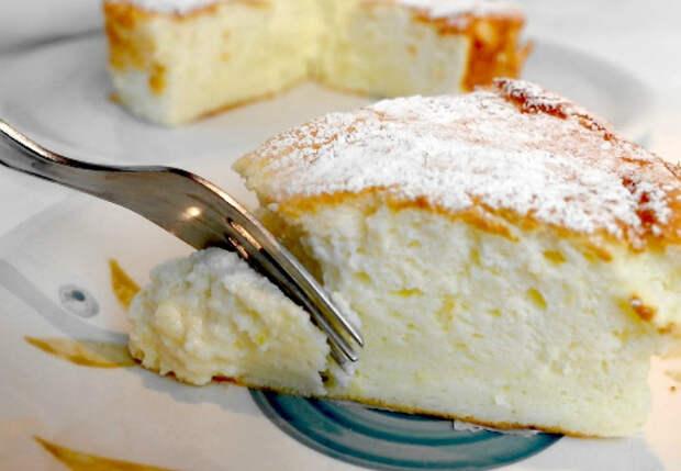 400 граммов йогурта и 4 яйца: сливочный пирог тает во рту как мороженое