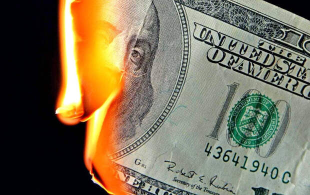 Keiser Report: США неизбежно рухнут вслед за приблизившимся крахом доллара