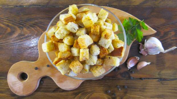Очень вкусные хрустящие сухарики из белого хлеба (к супу, под пиво, в салат)