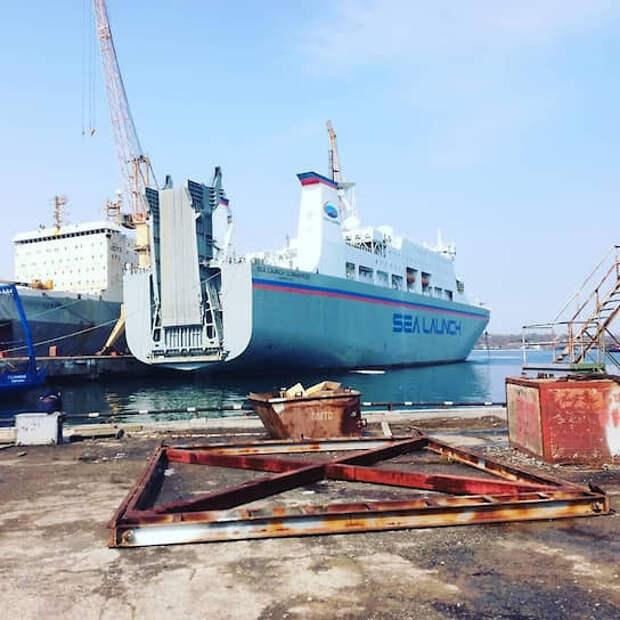 Судно Sea Launch Commander пришвартовалось 17 марта на территории завода Славянский СРЗ