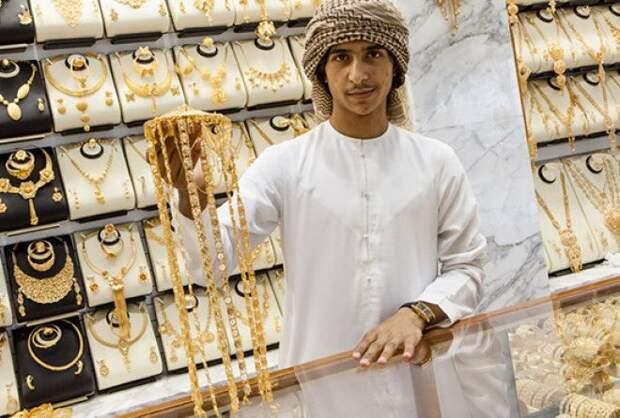 Почему мужчинам-мусульманам запрещено носить шелк изолото