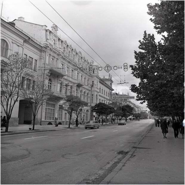 Белый шум и пустые улицы Севастополя