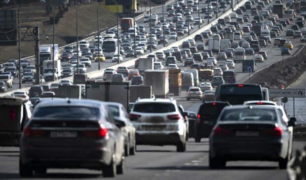 Московских водителей предупредили о «дачных пробках»