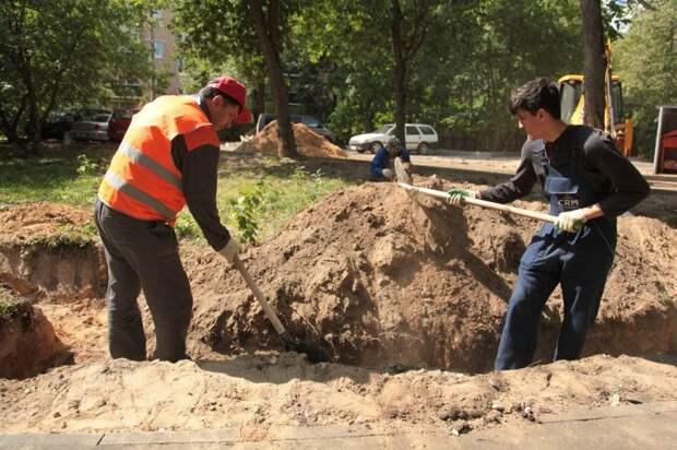 Детскую площадку в 3-м Крутицком переулке приведут в порядок до октября