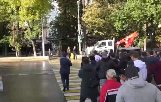 """Светофор торжественно открыли в РФ, видео: """"дорогу можно переходить спокойно"""""""