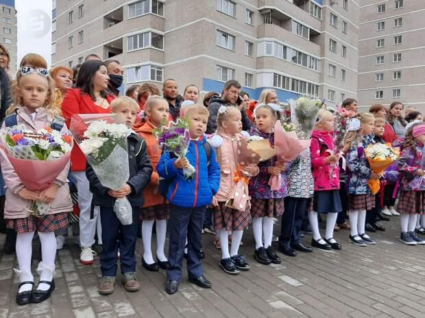 В новой школе на Ильфата Закирова в Ижевске открыли 11 первых классов