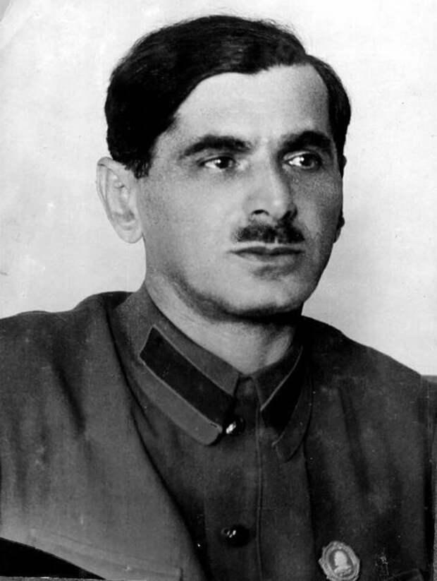 Когда началась война, Френкель руководил строительством прифронтовых  рокадных дорог, и подал удачную идею переброски рельсов во время обороны  Сталинграда.