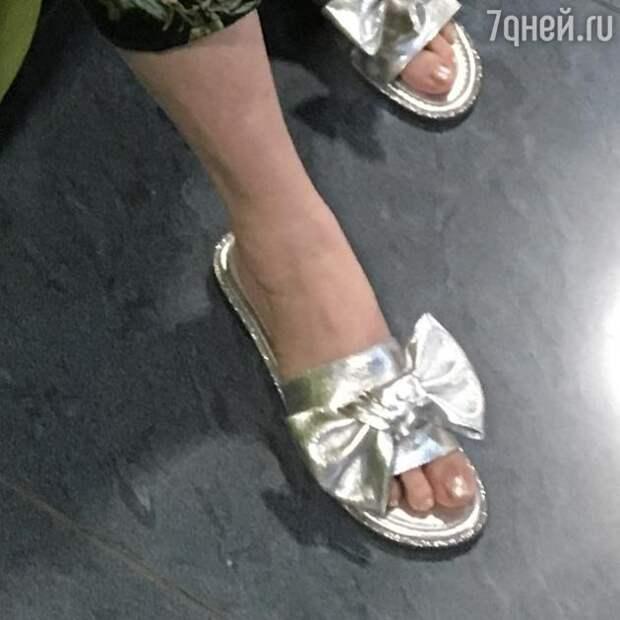 Лариса Гузеева пришла в кинотеатр в домашних тапочках