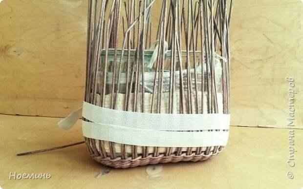 Вдохновившись работами Ольги Рыжковой(огромное ей спасибо за советы и секреты) , проштудировав все комментарии в контактах к ее сумочкам ,решила и я сделать себе подарок. Небольшой фото отчет о том, как это было. Добавлю еще, у меня ушло около 450 трубочек(полоса 7 см,спица 1,2мм.) высота сумочки с крышкой где-то 17 см. фото 7