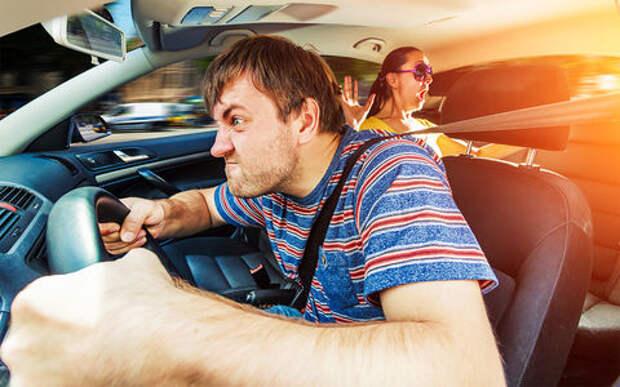 ДТП с автохамом: кто заплатит за причиненный ущерб?