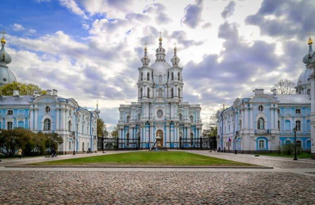 Смольный монастырь в Санкт-Петербурге./Фото: s3.fotokto.ru