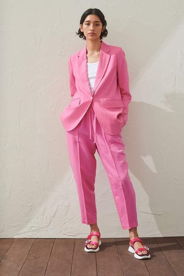 От яркой фуксии до мягкой пастели: как носить розовый летом 2020