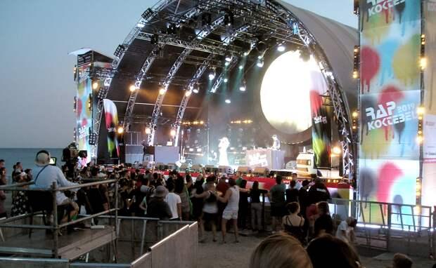 Впервые в Коктебеле открылся рэп-фестиваль.