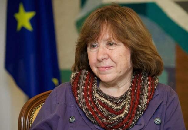 Белорусская писательница Алексиевич призналась, что любит и мужчин, и женщин