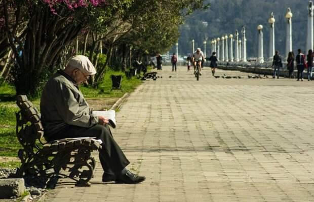 Пенсионерам рассказали о праве на доплату к пенсии за родственников