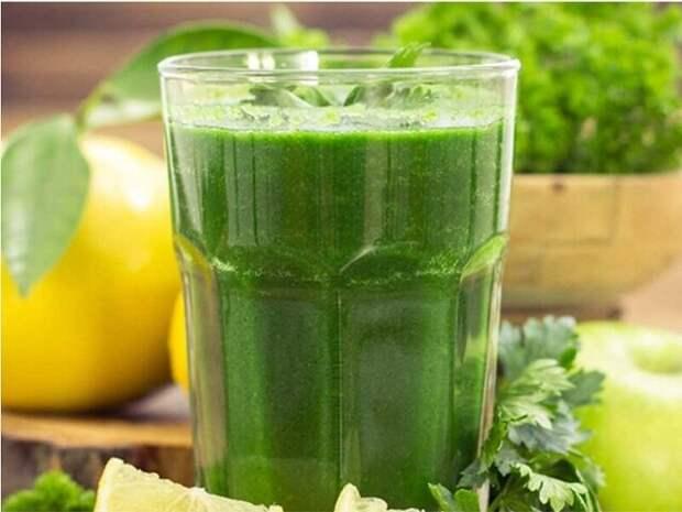 Сок петрушки — один из сильнейших соков по воздействию на организм.
