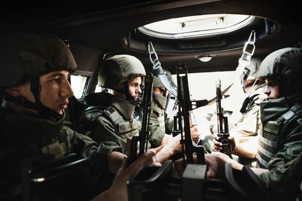 Украина стягивает новые силы к линии соприкосновения на Донбассе и ведёт постоянный обстрел