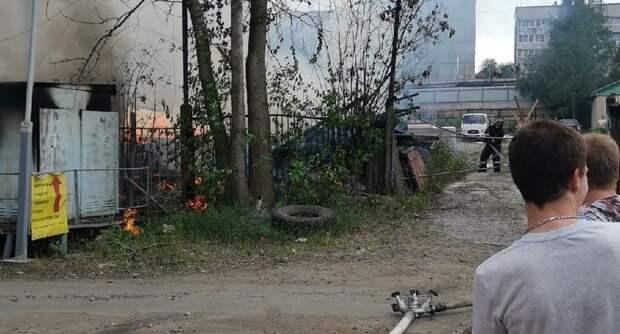 В Петрозаводске на улице Коммунистов загорелась подстанция