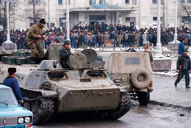 25 лет назад российских военных послали в Грозный и бросили. Кому это было выгодно?