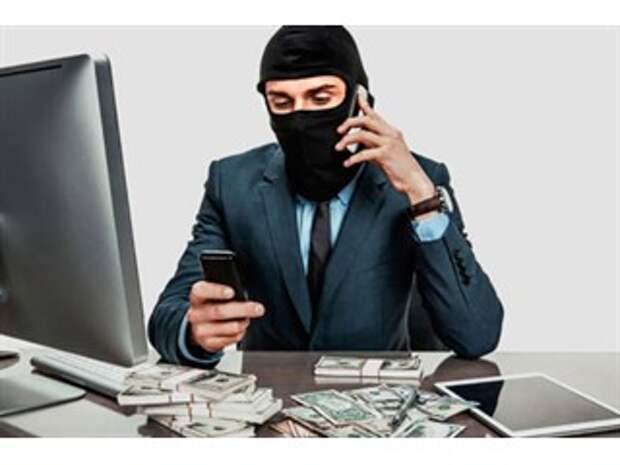 Мошенники звонят от банка, знают имя и номер карты. Откуда?