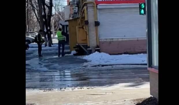 Видео избиения человека лопатой вРостове появилось вСети