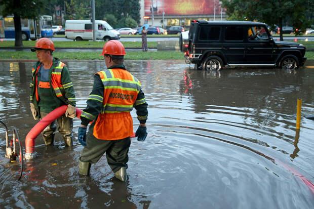 «Два ведра воды на квадратный метр»: сильнейший ливень обрушится на Москву