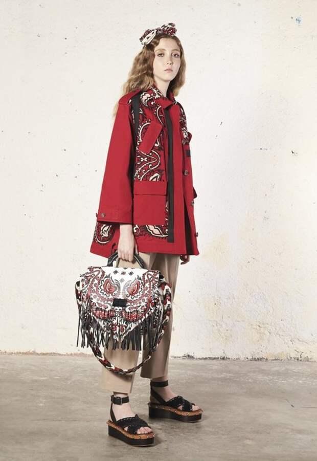 20 модных образов от Red Valentino