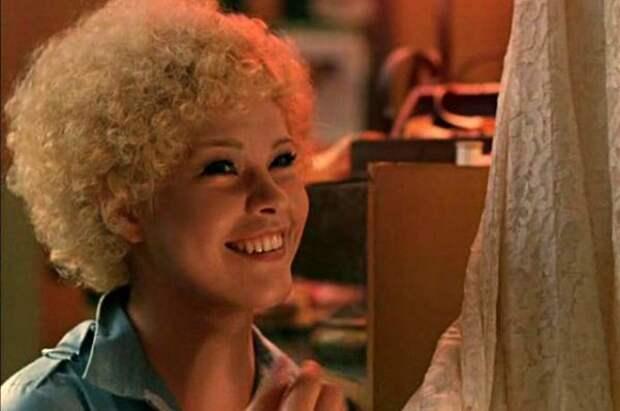 «Блондинка за углом» и еще 8 ярких ролей Татьяны Догилевой