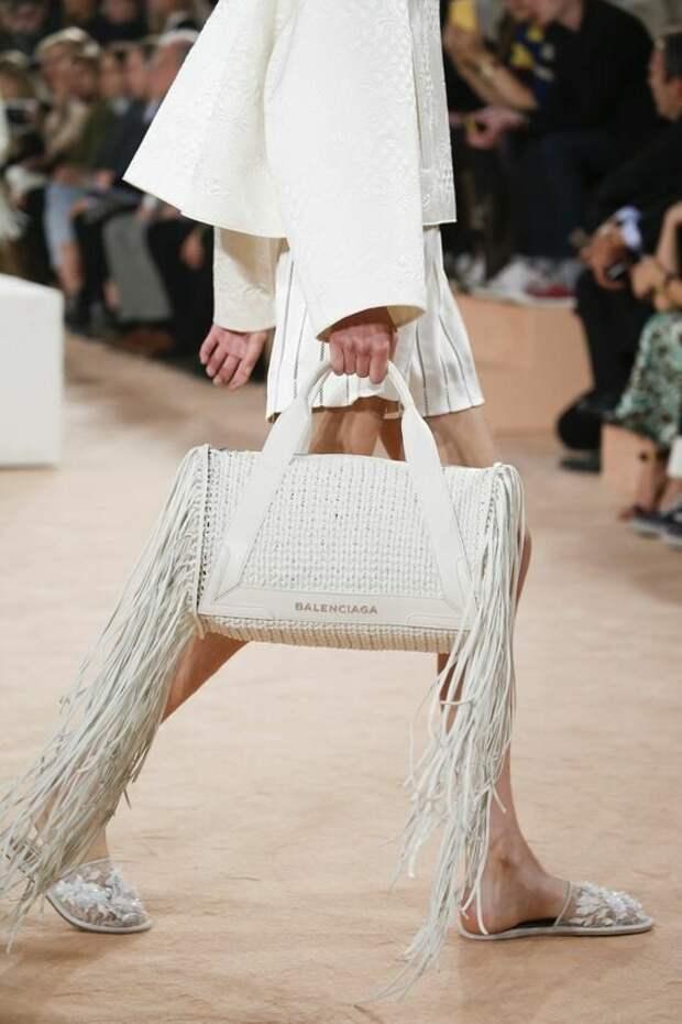 Сумки с бахромой – модная изюминка, которая дополнит ваш образ
